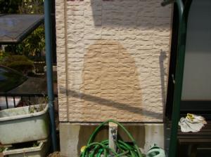 外壁が水を吸っている状態2