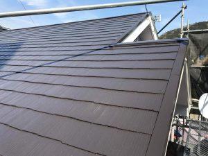 こげ茶色の屋根