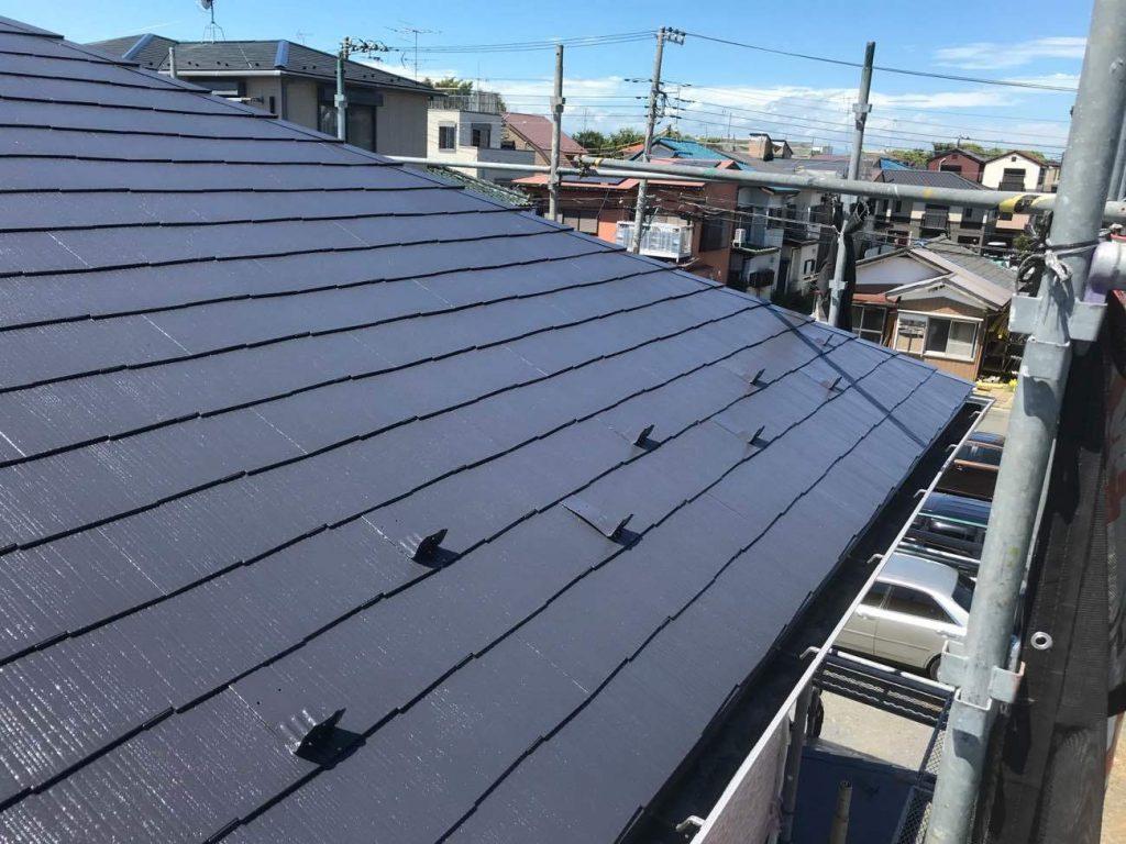 ダークグレーの屋根