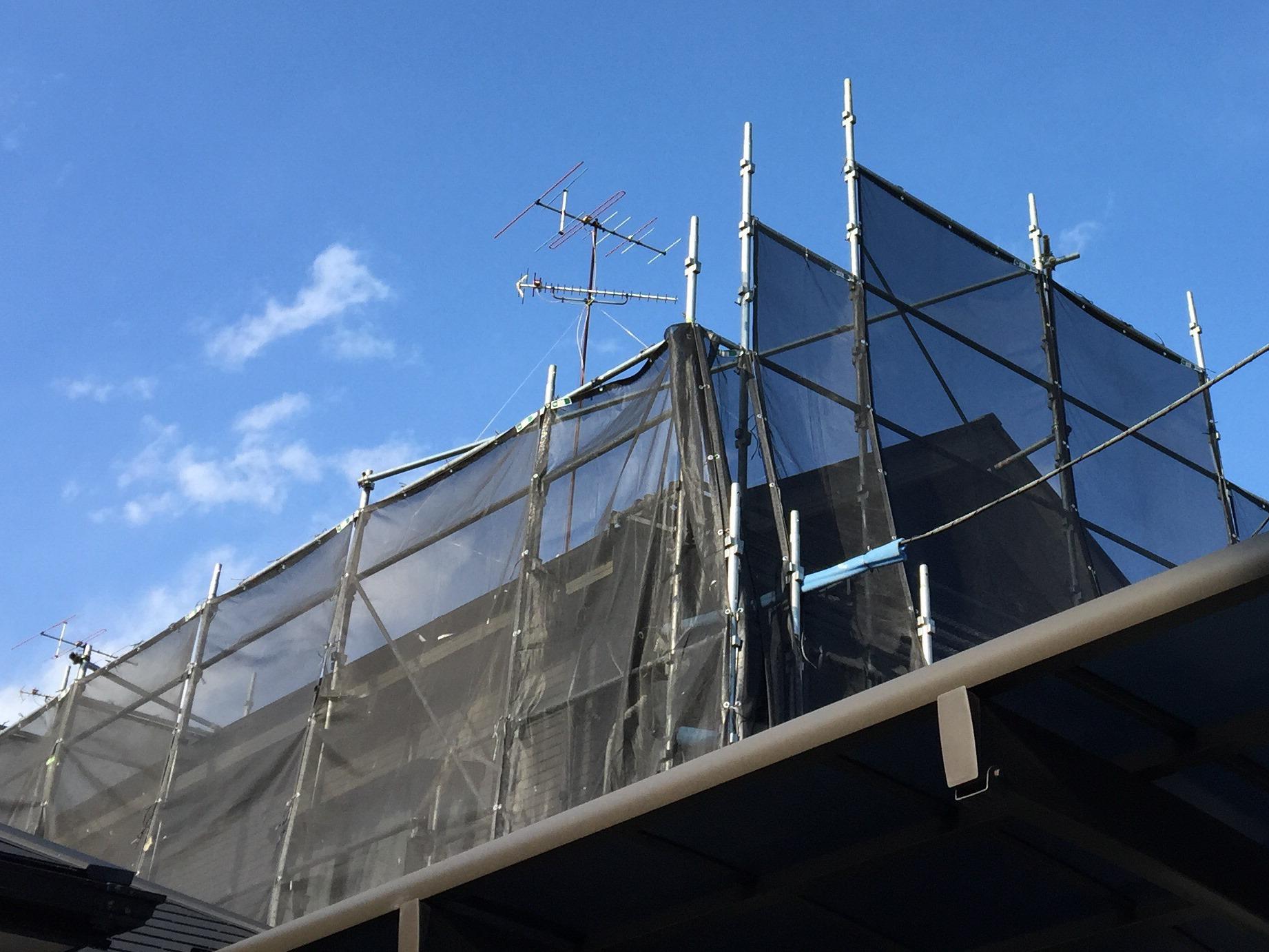 屋根塗装は足場なしでは絶対NG!必須の理由とお得な工事10の方法