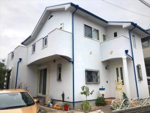 白と青のお家