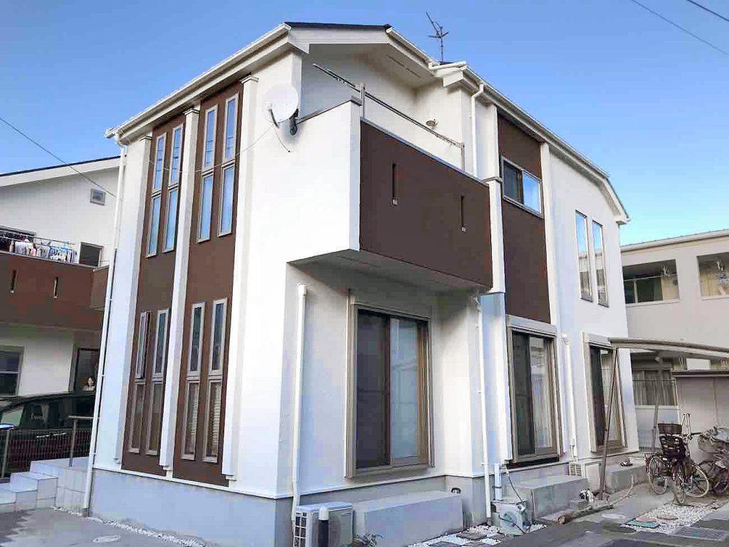 白と茶色の家