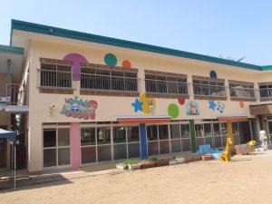 クリーム色の幼稚園