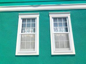 白い窓サッシ