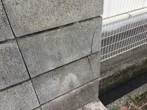 ブロック塀 ヒビ
