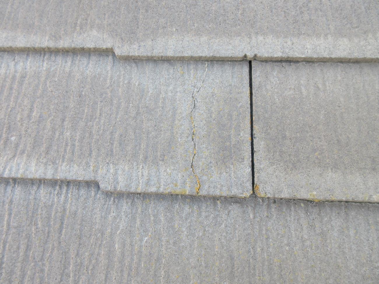 放置NG!スレート屋根のひび割れ:補修方法や費用相場まで徹底解説