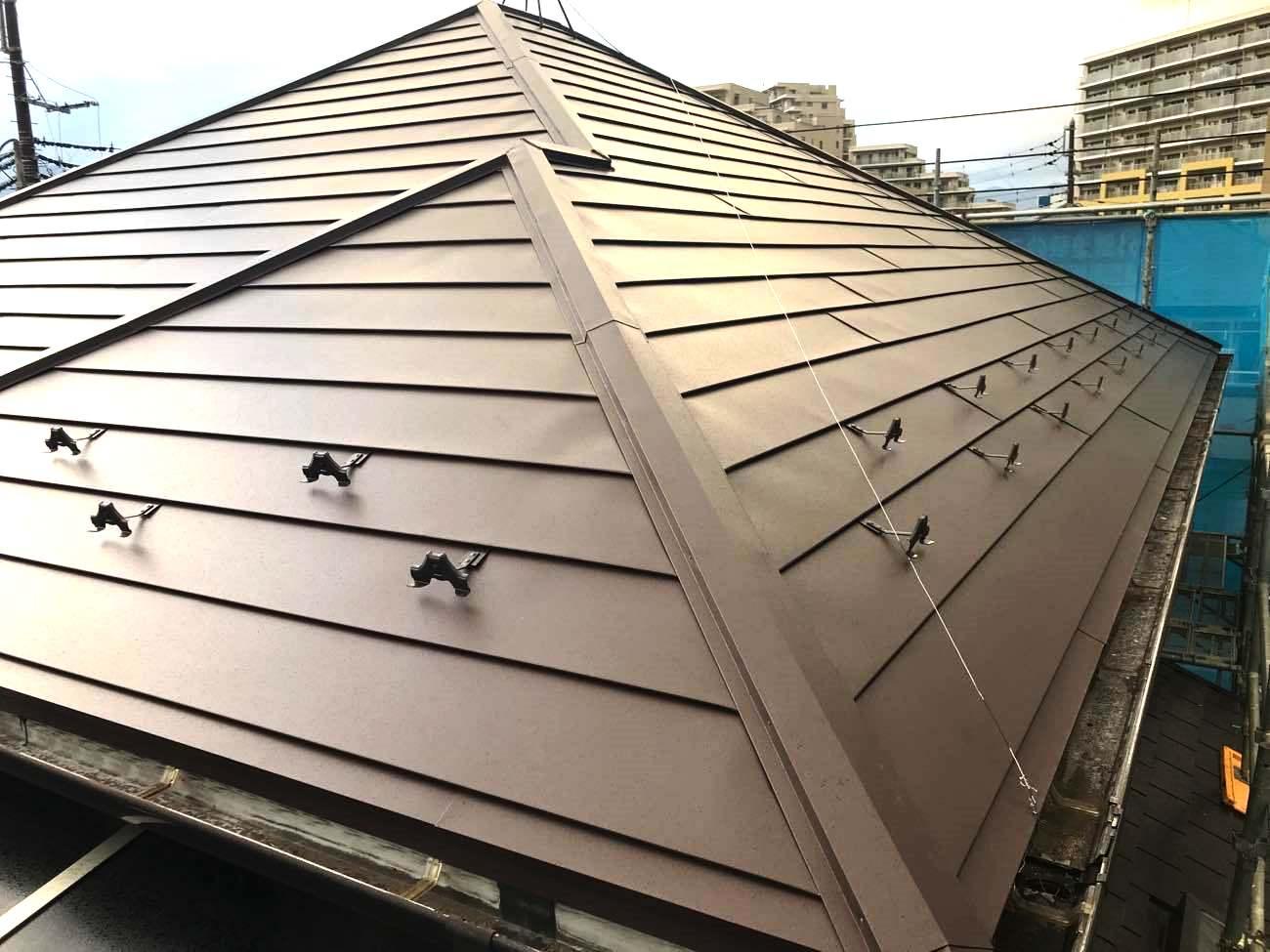 ガルバリウムでの屋根リフォーム費用徹底解説!見積もり例6選