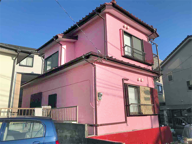 ピンクの外壁