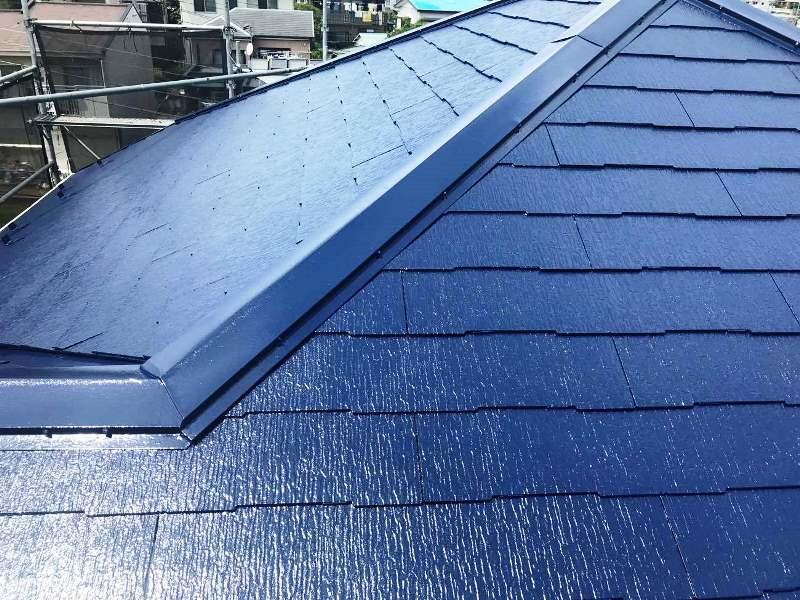 [事例20選]一段上のお洒落な家に!青い屋根のメリット・注意点を解説