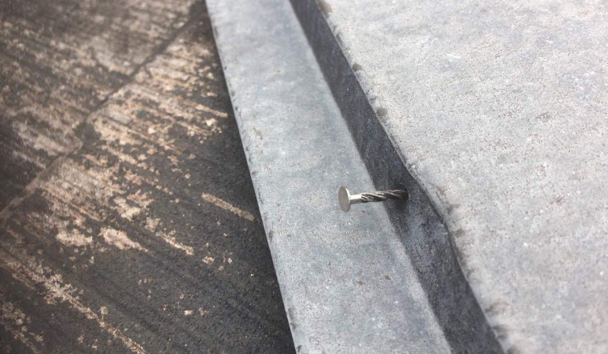 棟板金の釘