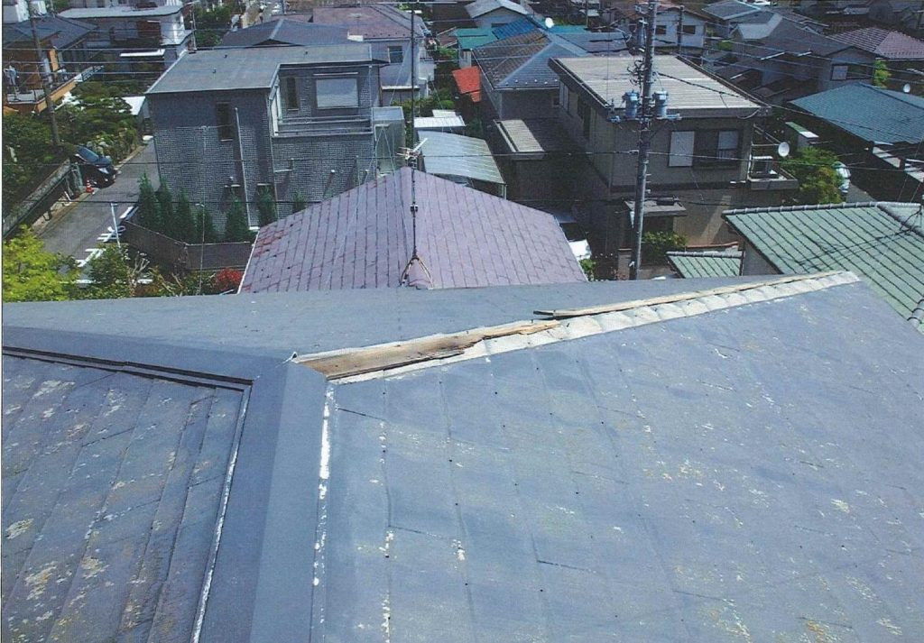 台風で飛んだ棟板金