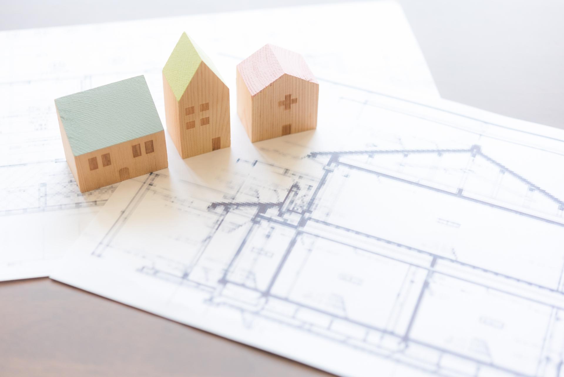 [早見表付き]屋根の塗装面積の坪別目安&詳しい計算方法3つを解説