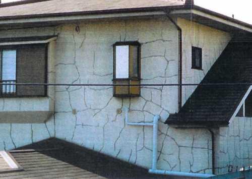 ひびの入った家