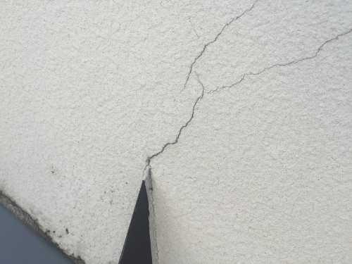 Exterior wall crack