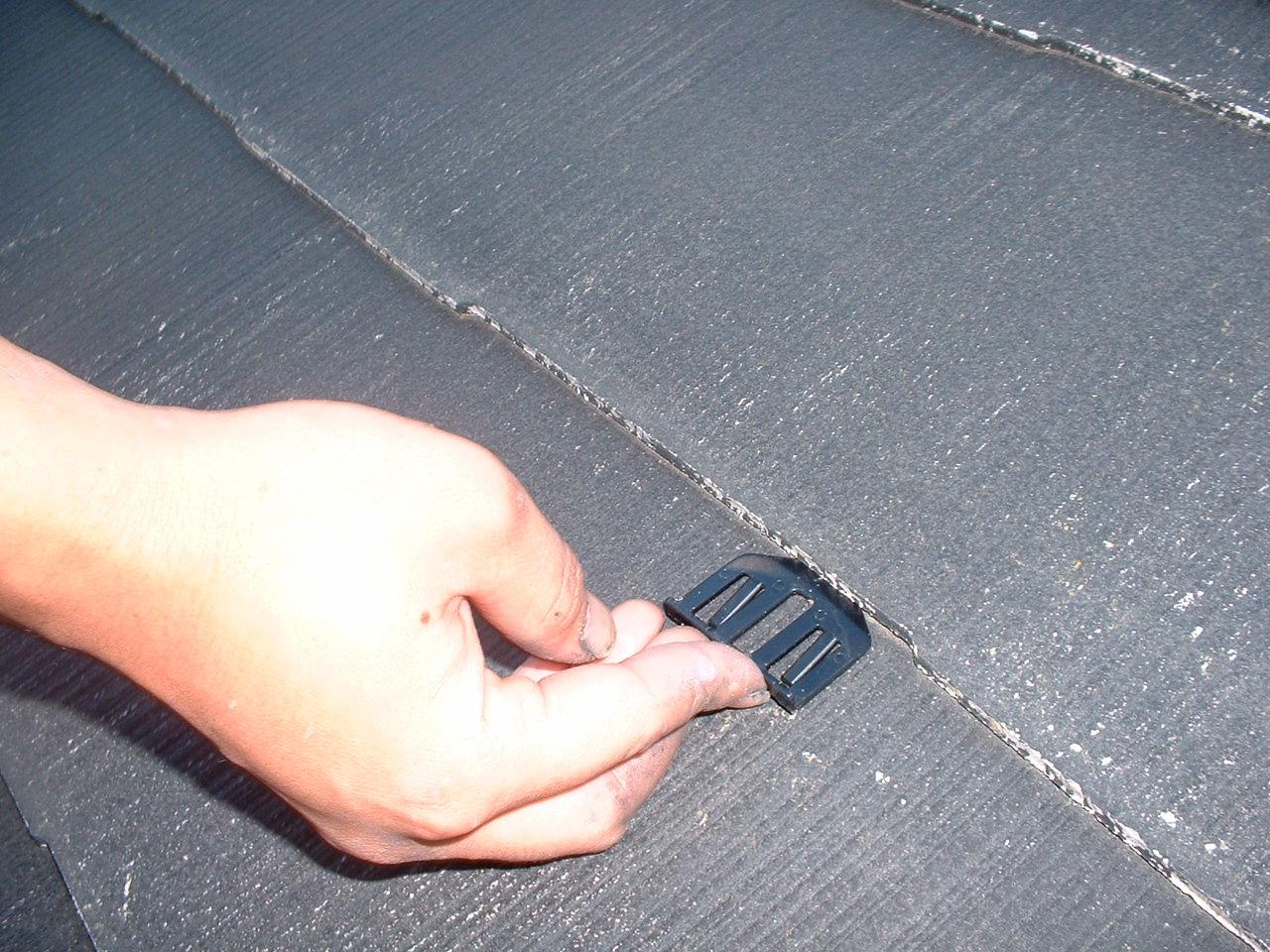 スレート塗装で必須のタスペーサーとは|役割・費用相場をプロが解説
