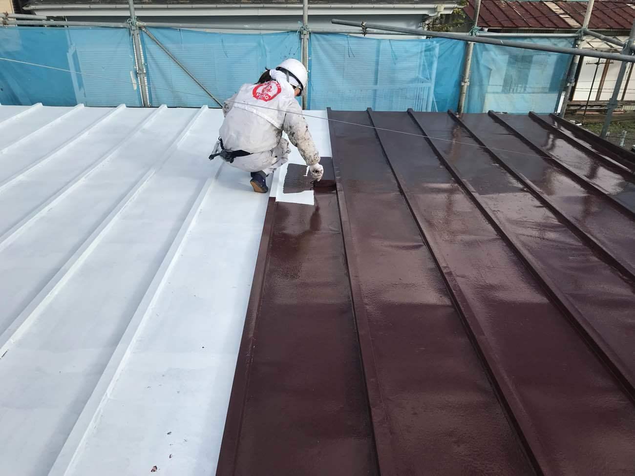 金属屋根の塗装工事をプロが徹底解説!時期・費用相場と3つの注意点