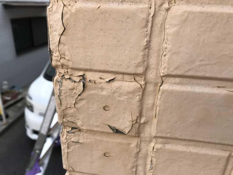 外壁塗装の剥がれ4つの原因を徹底解説!補修の流れと保証の注意点