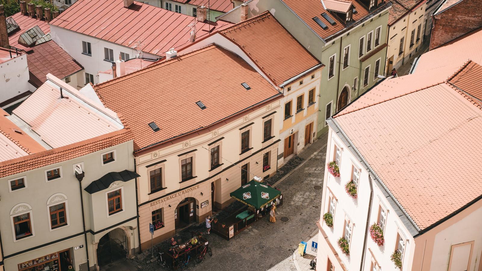 屋根の塗装時期は築7年から!タイミング見極めサインと人気の季節