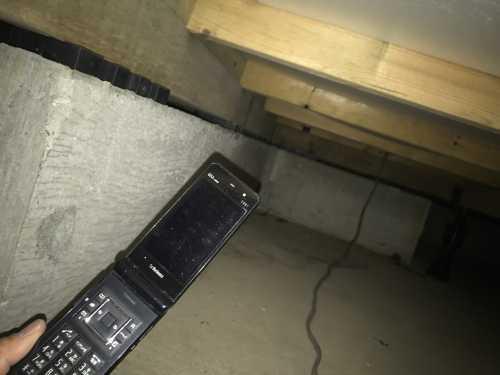 床下に携帯